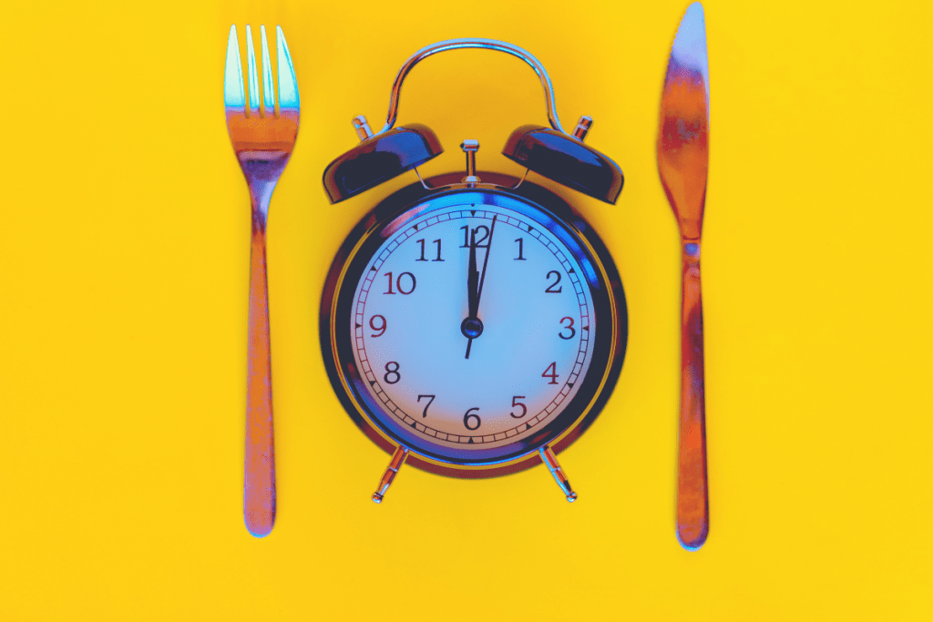 fork and knife with time